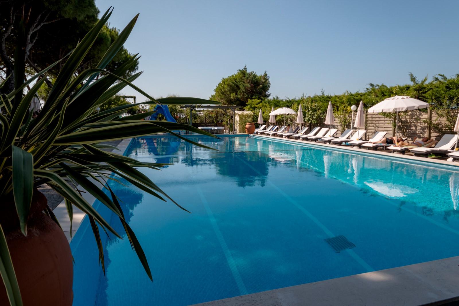 viña jesolo hotel piscina