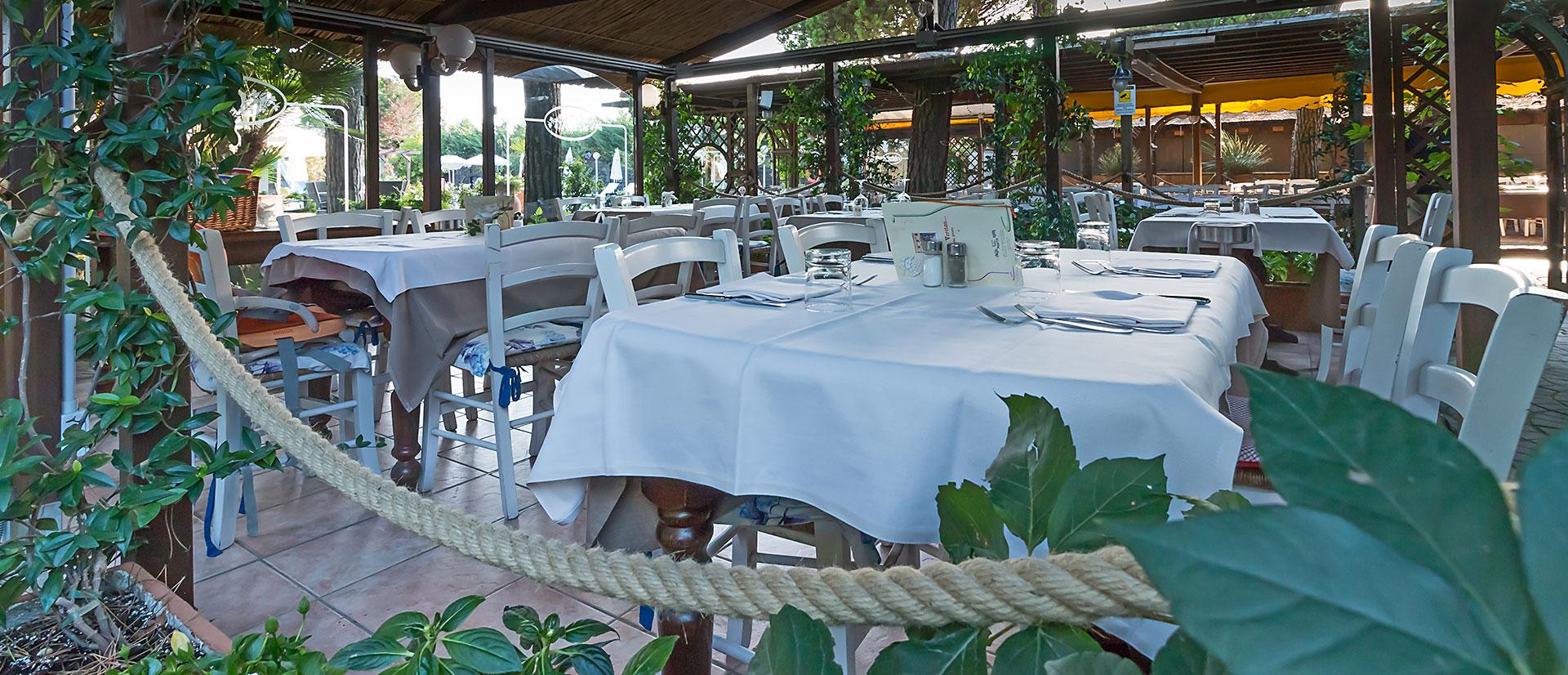 hotel-con-ristorante-sul-mare old